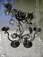 Подсвечник с коваными розами