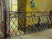 Кованая ограда на могилу с коваными розами