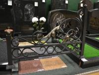 Кованый уголок на могилу