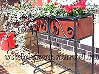 Кованая подставка для цветочного ящика
