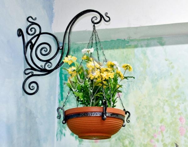 Кованая цветочница 41