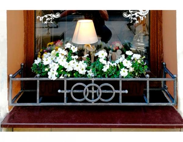Кованая цветочница 18