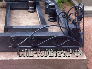 Уголок на могилу 07  - 6600 рублей/шт.